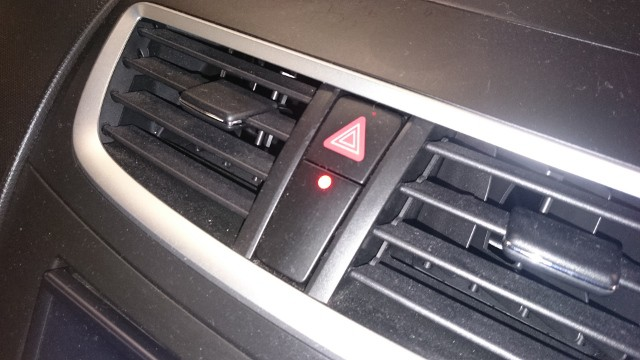 Suzuki Swift alarm warning LED located below the hazard switch